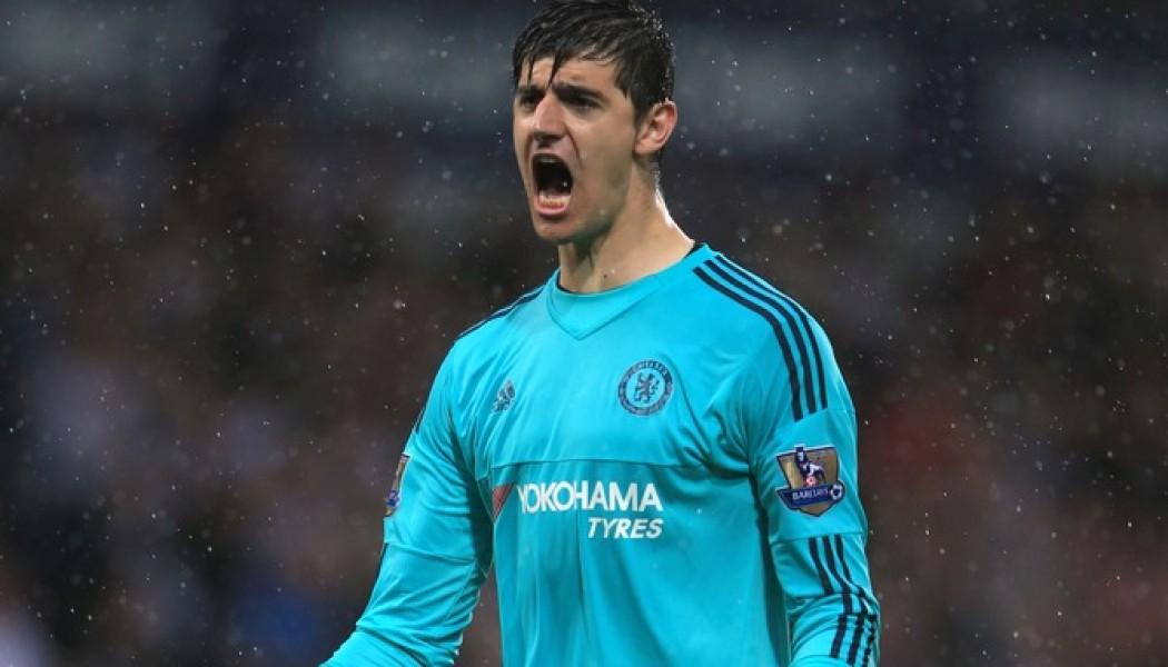 Chelsea's goalkeeper down after knee injury