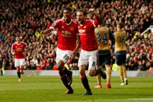 Manchester knock the wind out of Arsenal