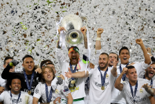 real madrid lift trophy