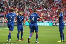 EURO: Croatia top Group D