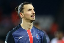 Zlatan Ibrahimovic announces Man United move