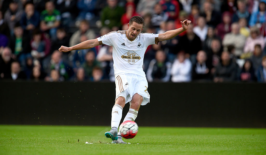 SWANSEA, WALES - AUGUST 01: Swansea player Gylfi Sigurdsson in action during the Pre season friendly match between Swansea City and Deportivo La Coruna at Liberty Stadium on August 1, 2015 in Swansea, Wales. (Photo by Stu Forster/Getty Images)