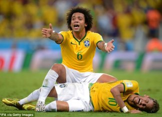 8 Days Neymar breaks his back