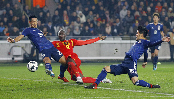 Japan's Tomoaki Makino (L) and Hotaru Yamaguchi (R) try to block Romelu Lukaku of Belgium during the first half of a friendly in Bruges, Belgium, on Nov. 14, 2017. Belgium won 1-0. (Kyodo)